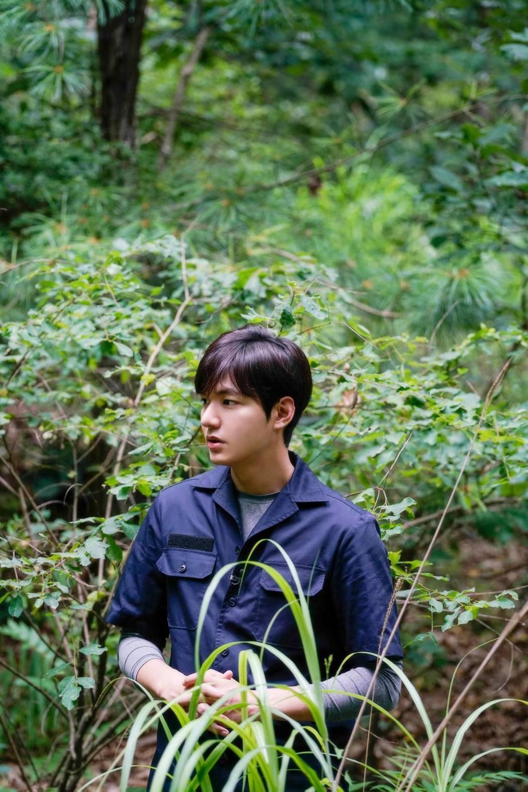 李敏鎬探訪南北韓邊境非軍事區拍攝寫真集。 圖/擷自李敏鎬臉書