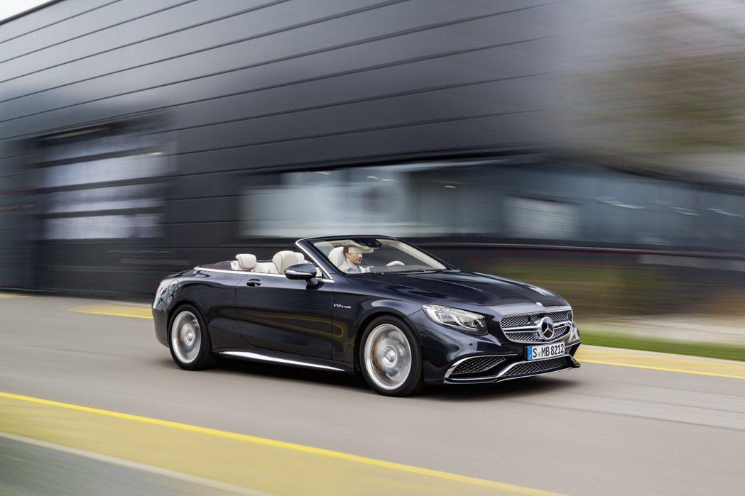 Mercedes-AMG S65 Convertible 的保費最為昂貴。 摘自...