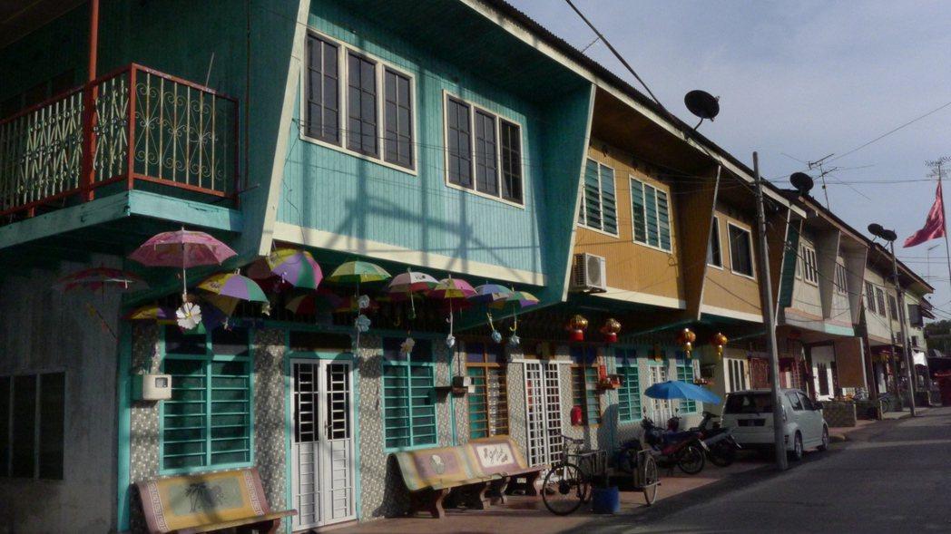 即使在馬來西亞的偏鄉漁村「十八丁」,現代化過程中「歷史原風景」的保存與再現仍是核...