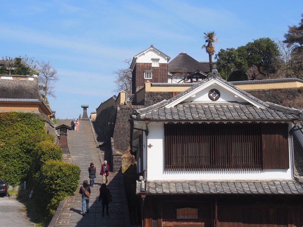 日本大分縣杵築市城下町老街。歷史老街可以有觀光商業吸引力,但仍應確保其傳統文化氛...