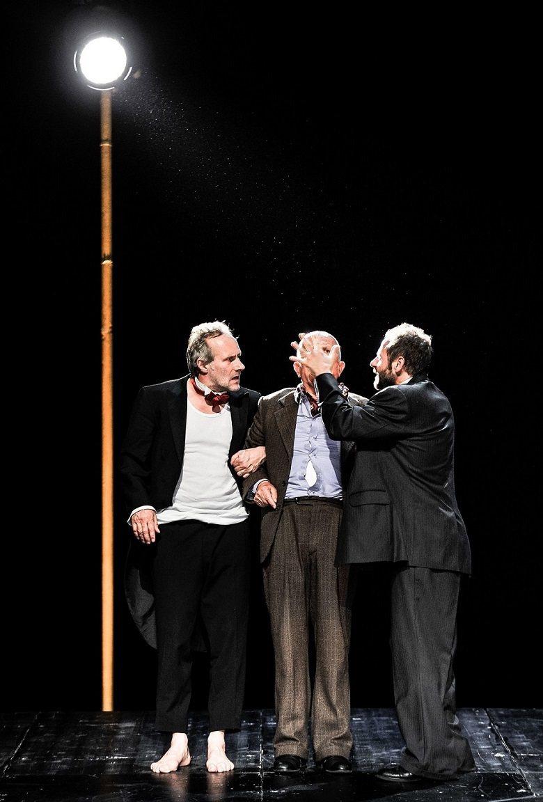潘提列夫說:「《等待果陀》是一齣拋棄政治口號的政治戲。」 (Arno Decla...