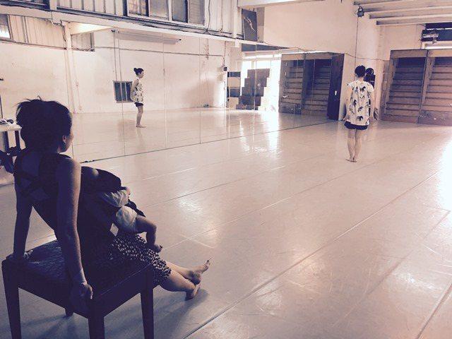 觀察女兒的成長,給了名樺不少編舞上的靈感。 葉名樺提供。