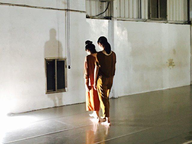 生產完不過三個多月,新作《十七年蟬》也初步生成了。 驫舞劇場提供。
