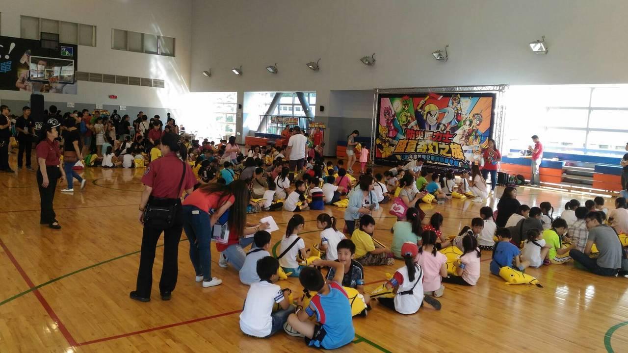 新北市消防局第1救災救護大隊連續第8年舉辦「消防夏令營」。記者江孟謙╱翻攝
