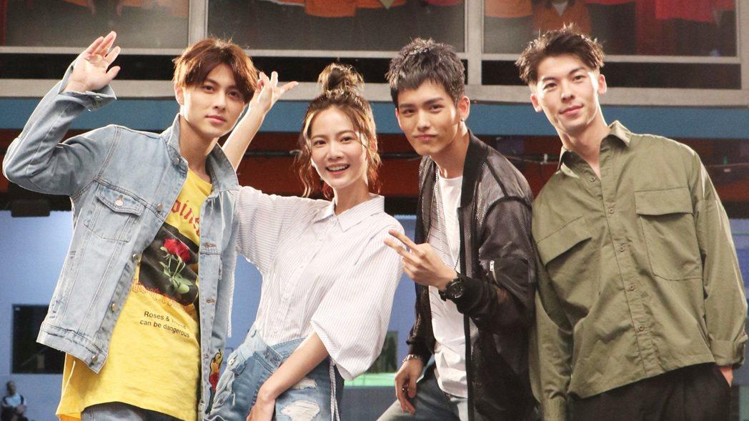 王子(左起)、曾之喬、王以綸、許光漢參加新戲「稍息立正我愛你」校園首映會。圖/中