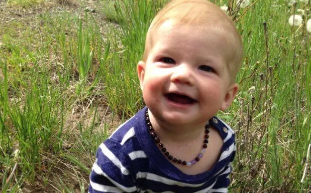 加拿大一名八個月大的寶寶拿到1張沒有註記性別的健保卡,可能創下全球首例。圖擷自英...