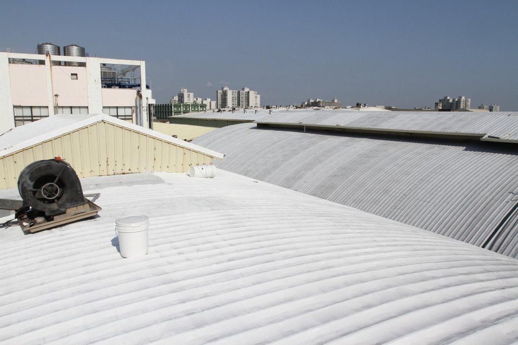 工廠廠房屋頂施作後情形。 張傑/攝影