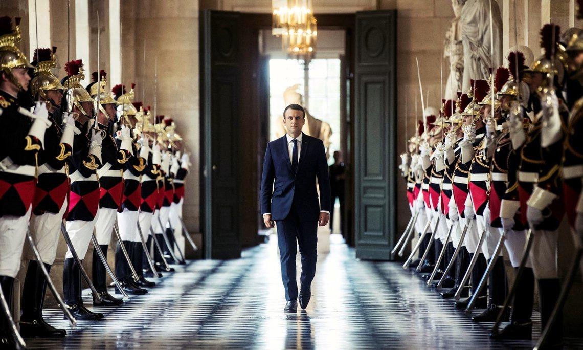 在過去,為了守護國會獨立、避免王權復辟,若非必要,法國總統不能直接對話國會;而馬...