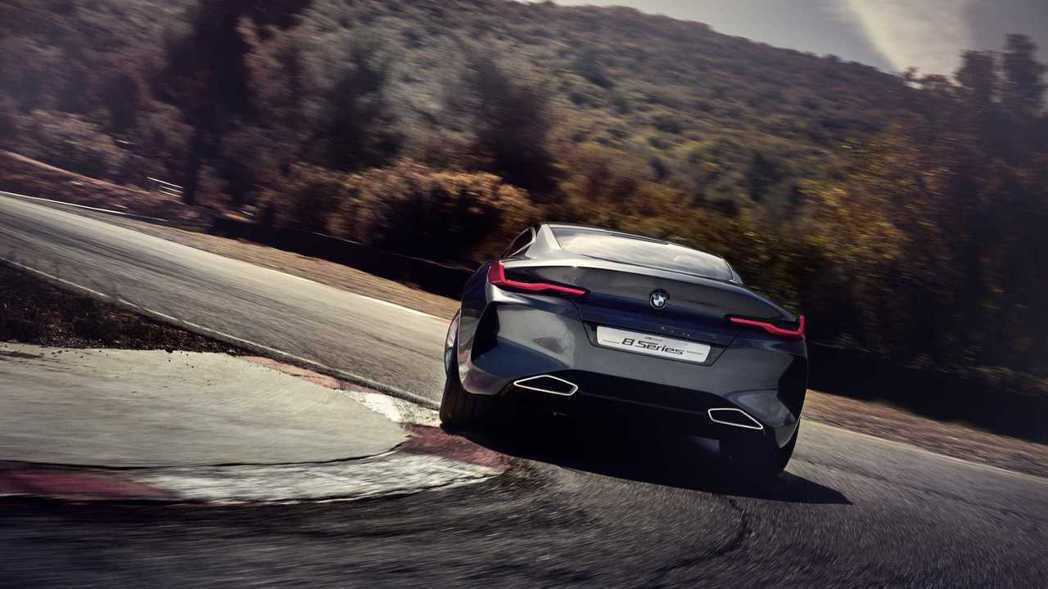 關於Concept 8的動力細節尚未確定,但BMW可能會賦予其V8或V12的引擎...