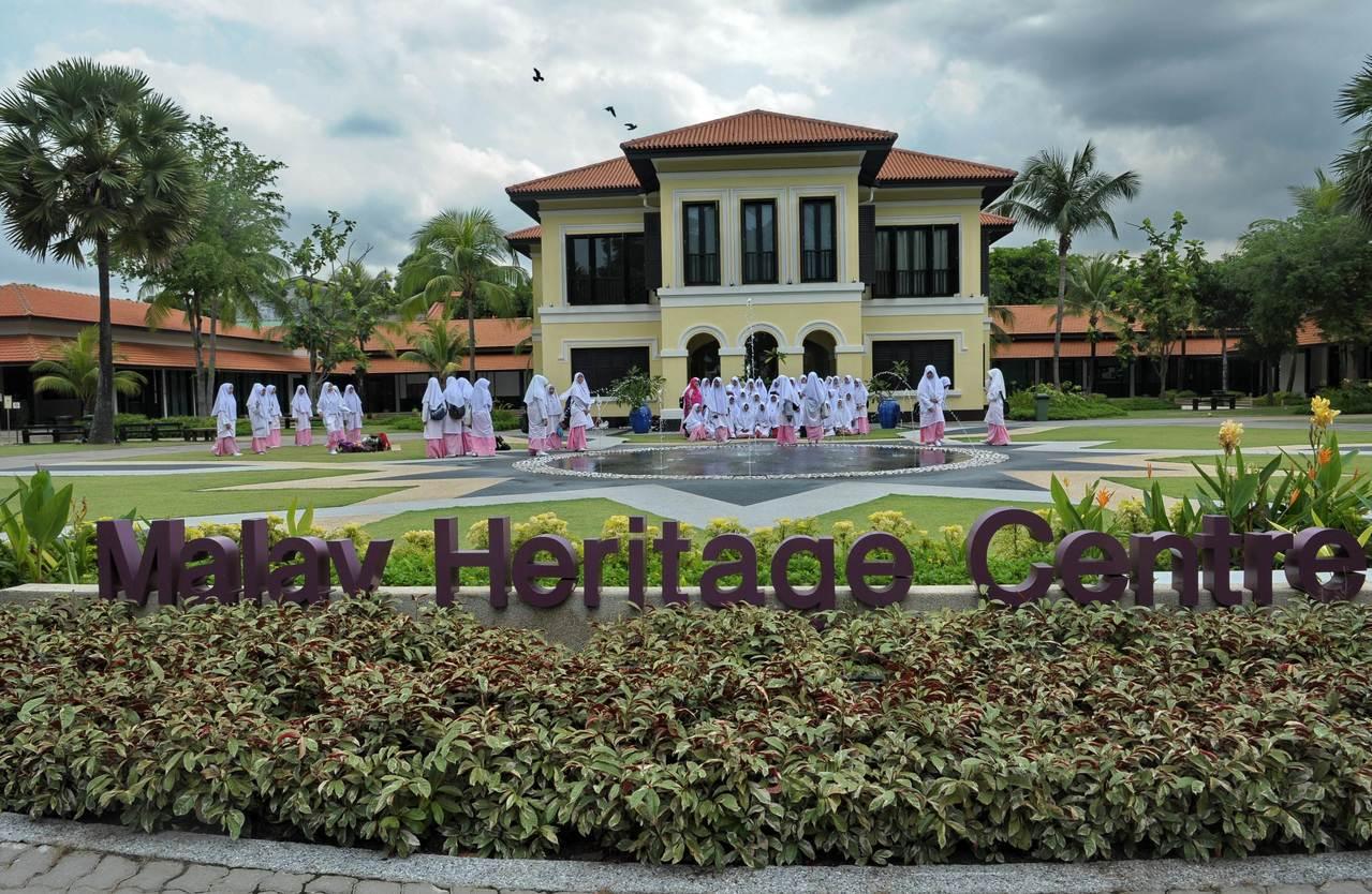 """1814年兴建的""""甘榜格南皇宫"""",过去是新加坡马来皇室的住所,2015年在星国建..."""