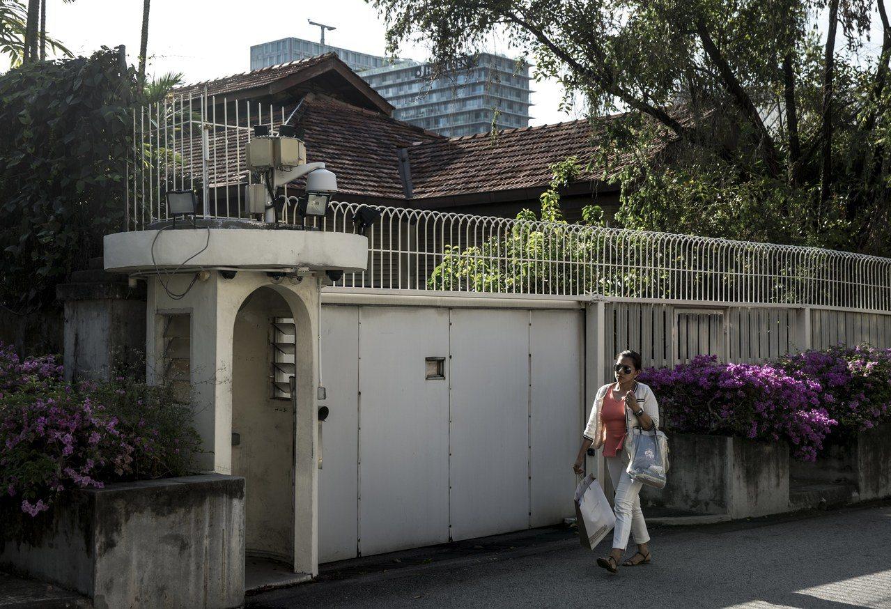 欧思礼路38号存废事件,牵扯出李家兄弟妹阋墙丑闻,同时折射出新加坡铲除城市老记忆...