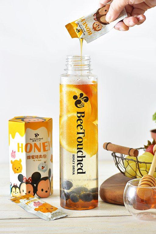 將鮮果切片加入蜂蜜可以製成蜂蜜鮮果水,圖由廠商提供。