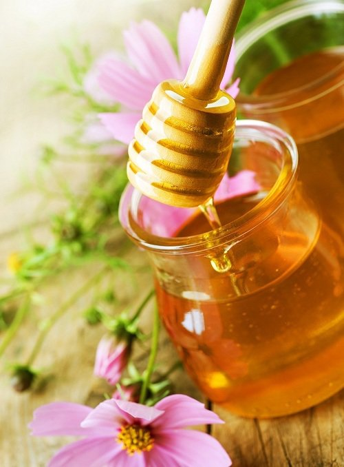 香甜好滋味的蜂蜜,琥珀色澤緩緩倒出就像發光的黃金一樣閃耀,圖由廠商提供。