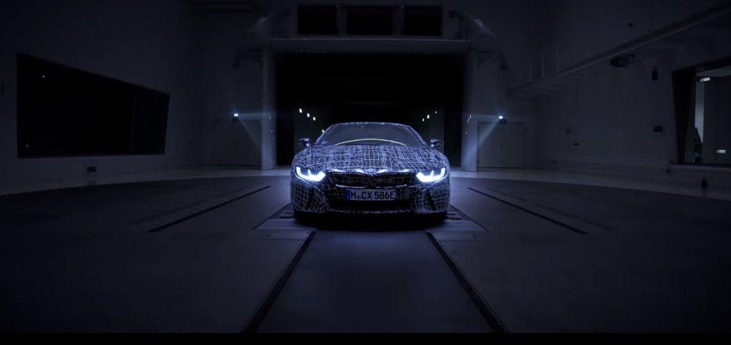 BMW將會在2018年正式推出i8 Roadster。 摘自BMW i8 Roadster 預告片