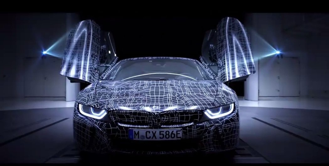 鍘刀式車門。 摘自BMW i8 Roadster 預告片