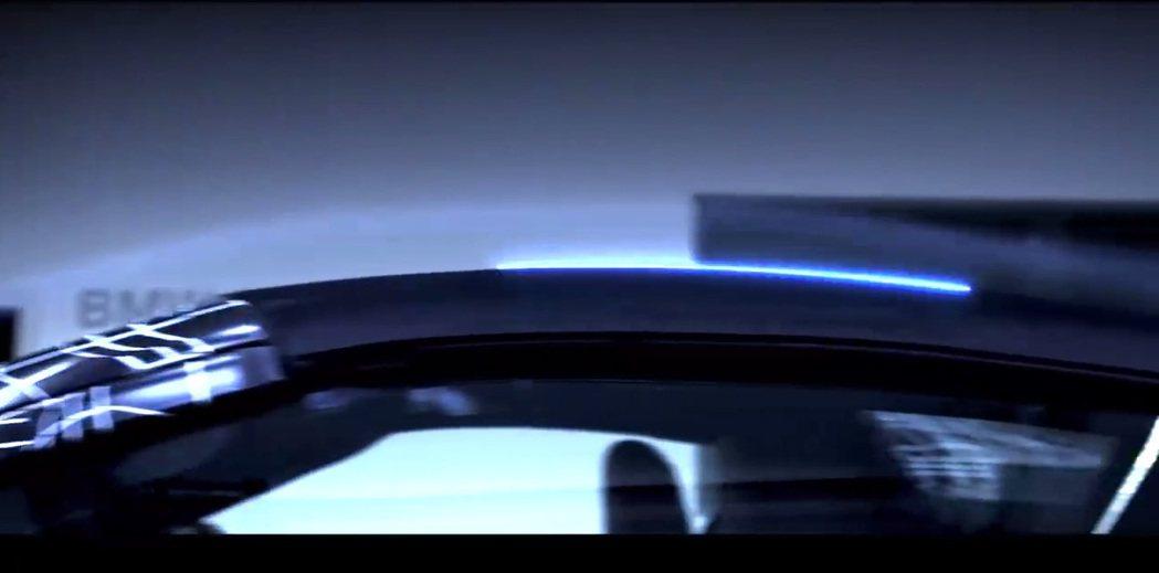 從影片中可猜測,i8 Roadster為軟篷的敞篷車。 摘自BMW i8 Roadster 預告片
