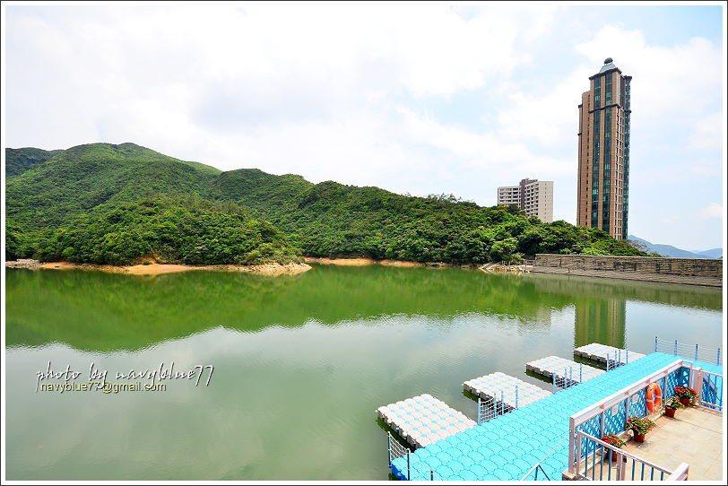 ↑由黃泥涌水塘觀景台欣賞水庫景觀,水庫雖小,卻十分幽靜美麗。