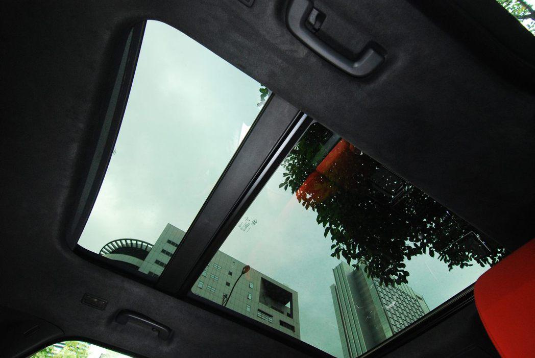 全景大天窗。記者林昱丞/攝影