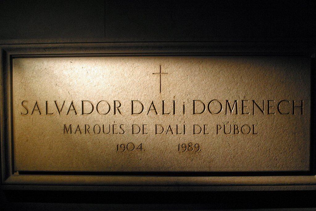 超現實藝術家達利墓碑。攝影/Michael Lazarev。圖/取自wiki。