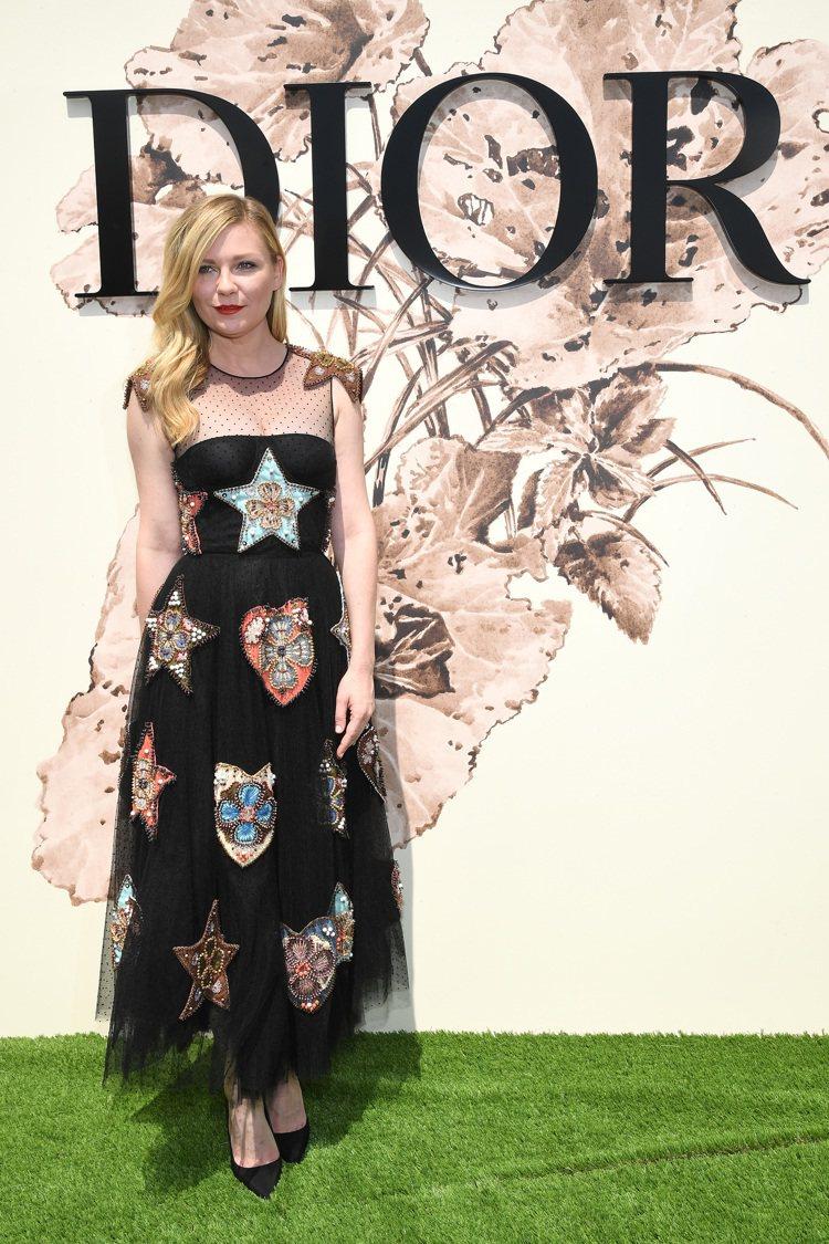 克莉絲汀鄧斯特身穿2018早春洋裝。圖/Dior提供