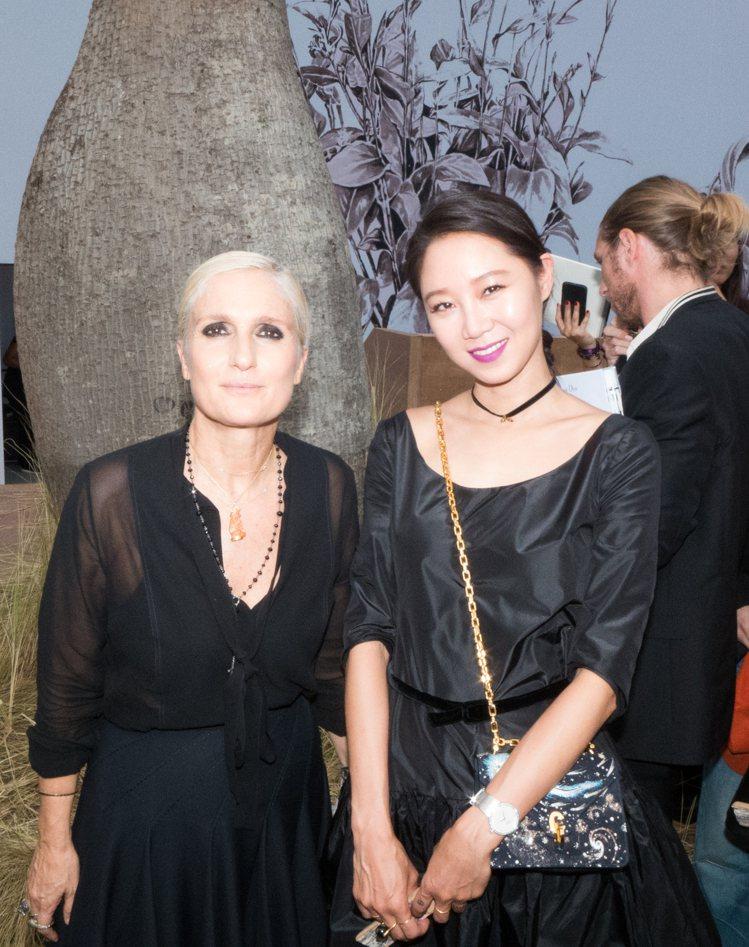 創意總監Maria Grazia Chiuri與孔曉振合影。圖/Dior提供