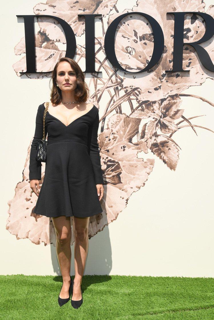 娜塔莉波曼以Dior2017秋冬系列小洋裝出席。圖/Dior提供