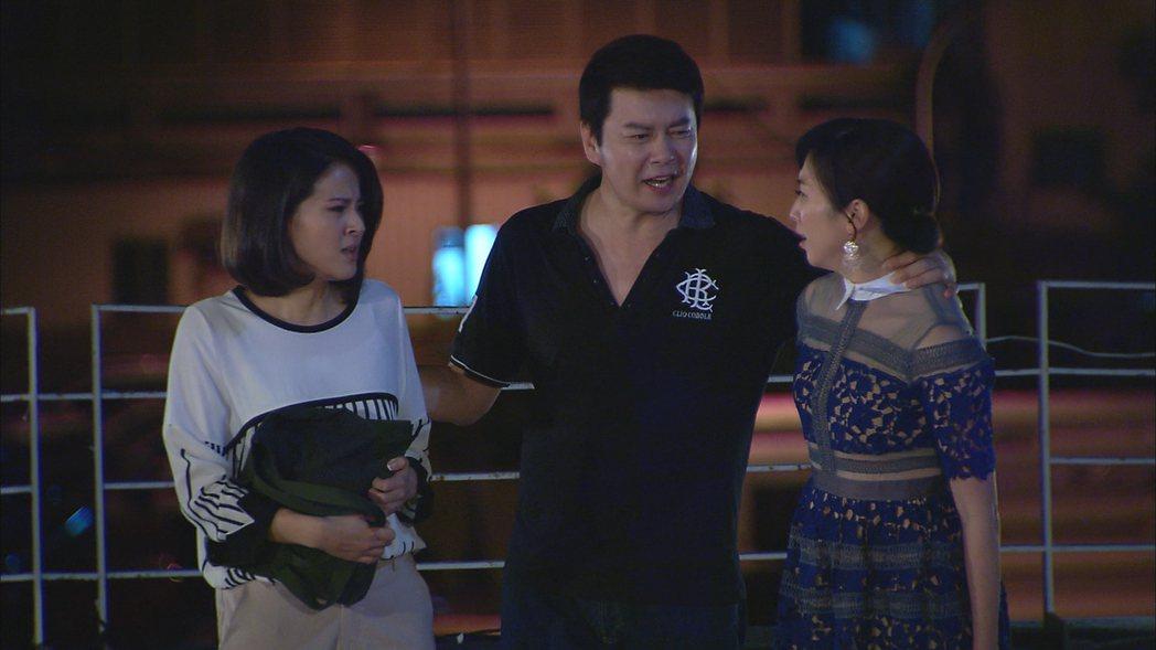 蘇晏霈(左起)、倪齊民、廖家儀演「春花望露」,戲中前後任妻子3人對立場面多。圖/...