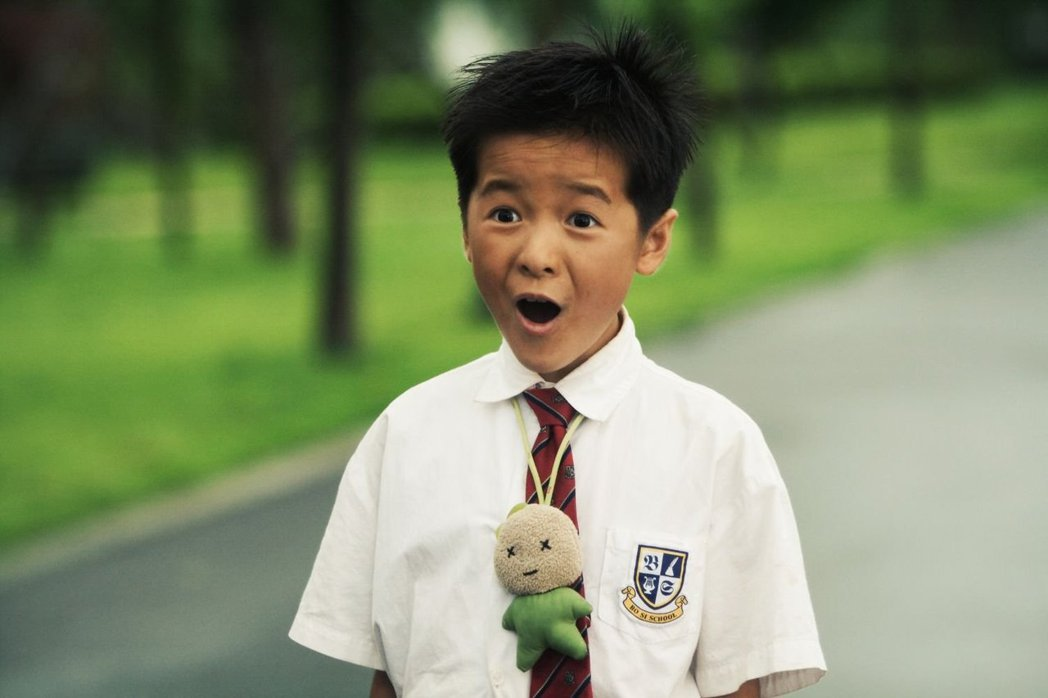 當年「長江七號」裡的「小男生」徐嬌已經長大了。圖/摘自微博