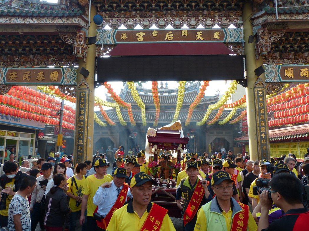 鹿港天后宮在台灣宗教界輩分及地位崇高,此次未能參加重現當年「七媽會」盛事,信眾難...