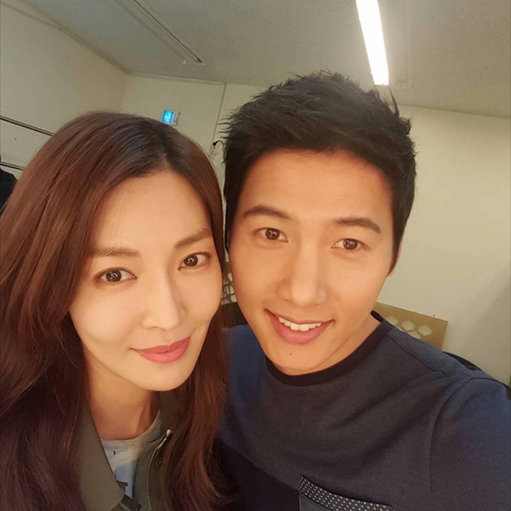 金素妍與李尚禹因為「家和萬事成」在6月真的成家。 圖/擷自IG