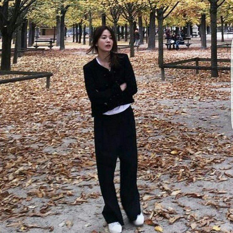 宋慧喬私下喜歡簡單的穿著。圖/摘自IG:kyo1122