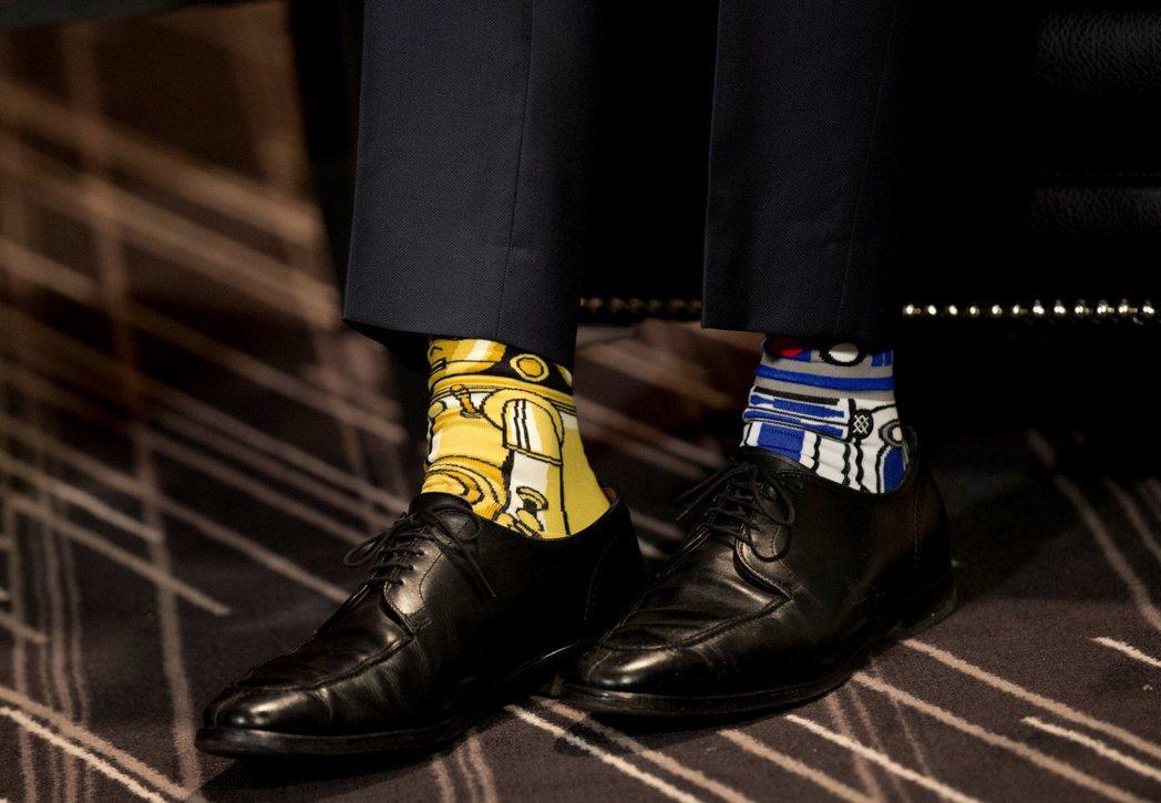 今年5月4日杜魯多在蒙特婁穿「星際大戰」主題襪與時任愛爾蘭總理的肯尼會面。路透