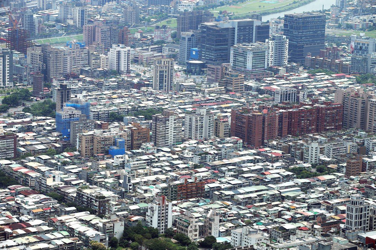 台北市信義區、公寓、都更、頂樓加蓋。記者高彬原/攝影 UCD匯入