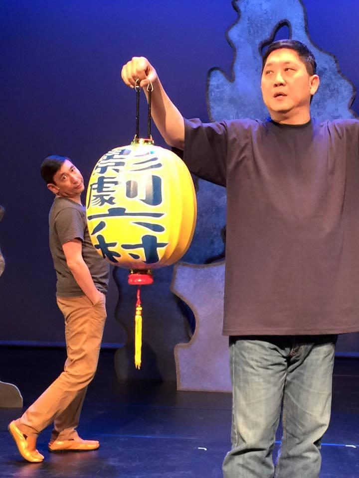 馮翊綱(右)在上海因心肌梗塞送醫。 圖/擷自相聲瓦舍臉書