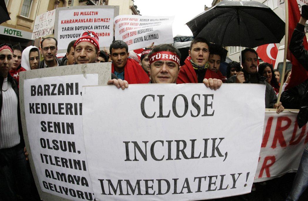 土耳其民眾對於因斯里克空軍基地的想法則是以反對居多,甚至有「關閉因斯里克空軍基地...