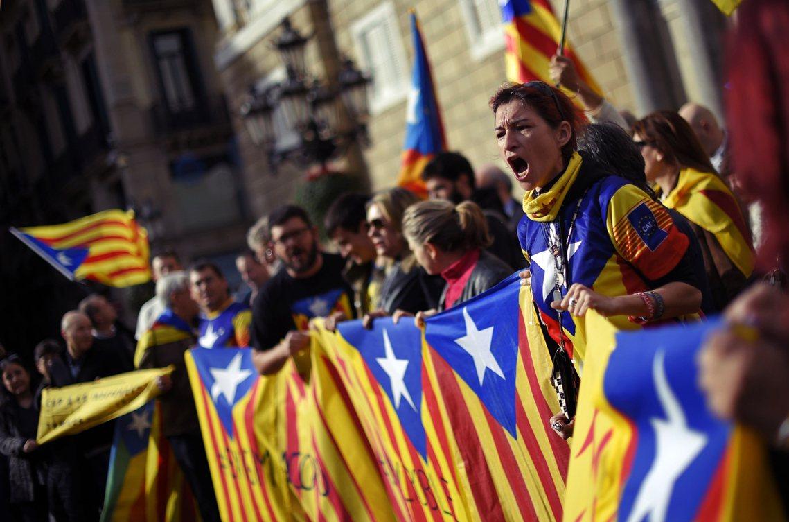資料圖片。若公投成功過關,那麼加泰隆尼亞自治政府將在48小時內宣佈「獨立」,脫離...
