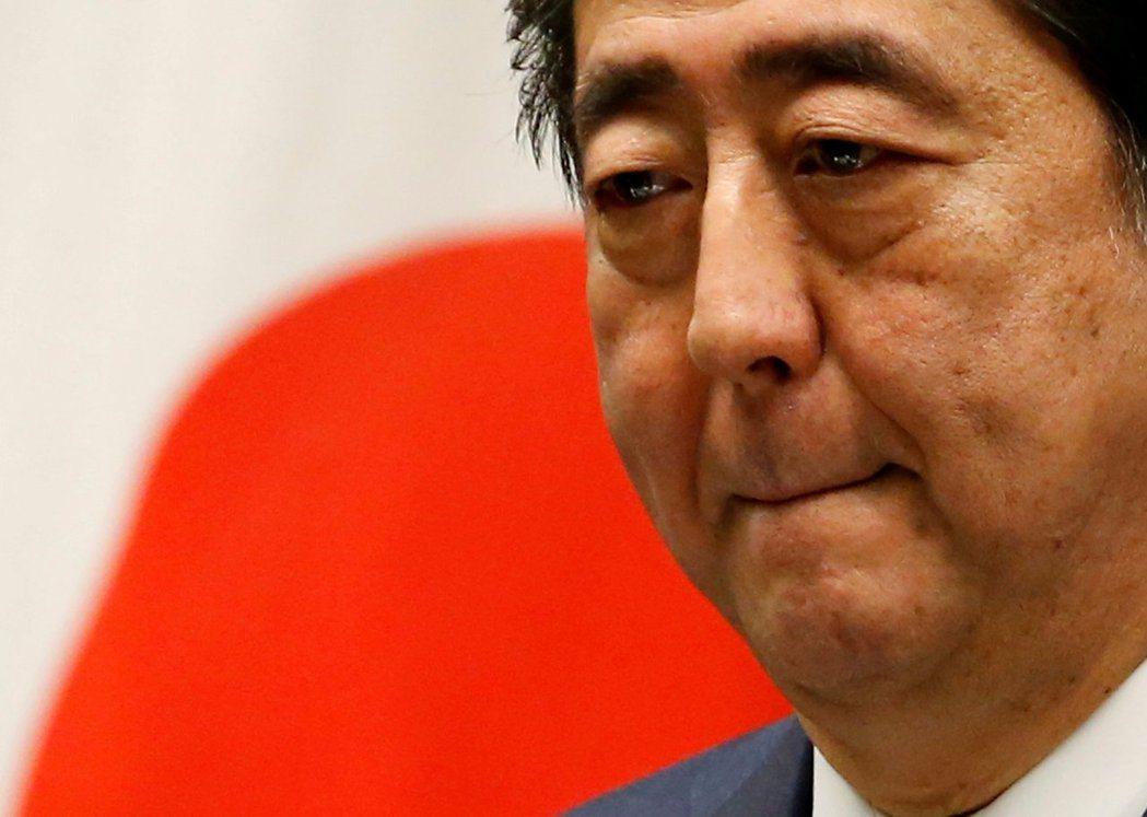 日本首相安倍晉三的自民黨,從原先擁有五十九席,崩壞跌至二十三席。 圖/路透社