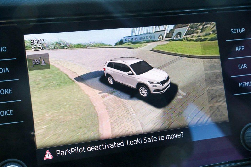 ŠKODA Kodiaq配備全車俯瞰顯影警示系統。 記者史榮恩/攝影