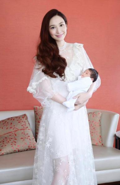 吳佩慈貼出產後出院紀念照。圖/摘自IG