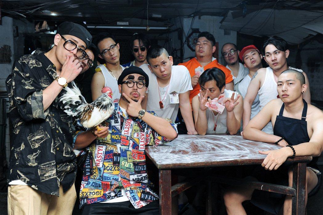 阿達廣邀好友合作新歌MV。圖/環球提供