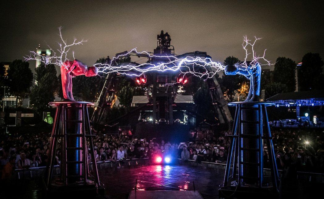 去年吸引1.2萬人的Arcadia電子音樂節,11月再度襲台。圖/Cosmos ...