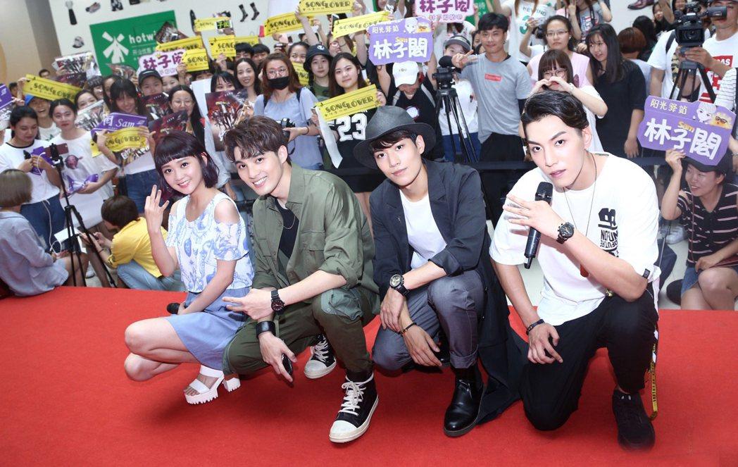 鍾羽(左起)、偉晉、子閎、張賀茗出席「終極三國」北京粉絲見面會。圖/可米傳媒提供