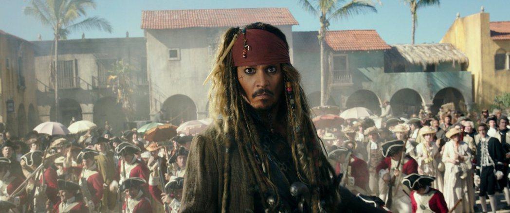 強尼戴普演瘋瘋癲癲的傑克船長,已讓老美看膩。圖/摘自imdb