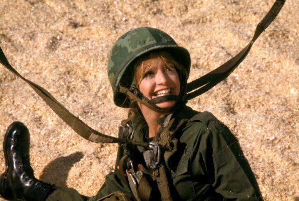 「小迷糊當大兵」讓歌蒂韓入圍奧斯卡最佳女主角。圖/摘自imdb