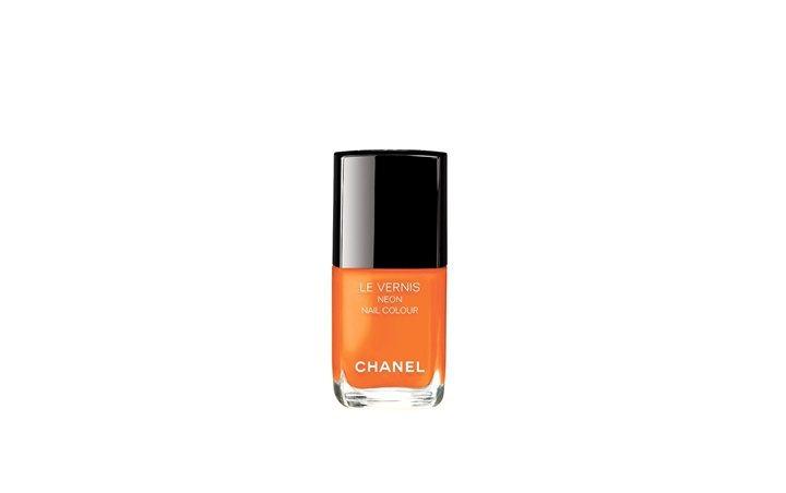 香奈兒時尚霓虹指甲油「音速亮橘」。圖/香奈兒提供