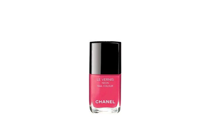 香奈兒時尚霓虹指甲油「桃色吸引力」。圖/香奈兒提供