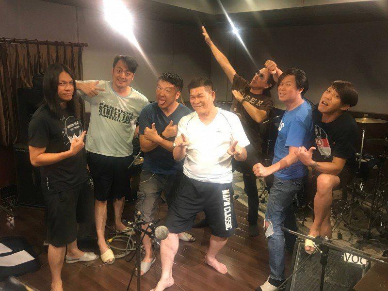 董事長樂團9日在嘉義的「覺醒音樂祭」開唱,澎恰恰跨刀合作。(圖/獨一無二娛樂提供