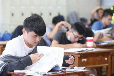 除了批判能力,我們的國文教育該給學生的是什麼?