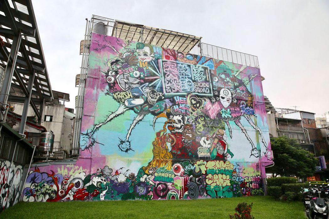 西門町的大型塗鴉創作。 記者林伯東/攝影
