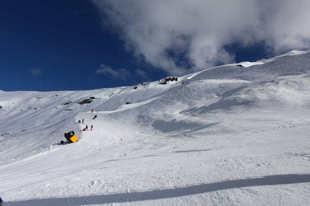 澳洲、紐西蘭的雪場地形天然,自由度高。圖/林冠廷提供